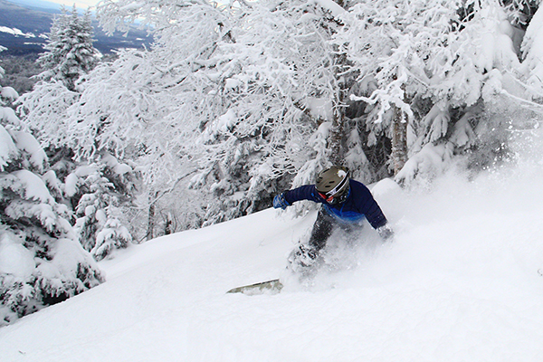 Snowboarder carving through the new powder snow. Photo: John Atkinson/Sugarbush