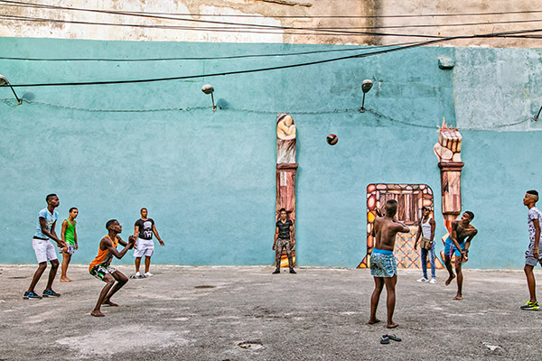 Playing volleyball without a net in Central Havana, May 7, 2016 Photo: David Garten