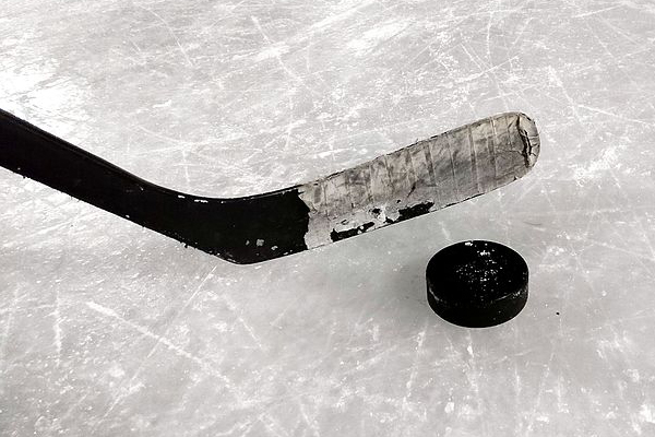 HU girls' hockey defeats Burr & Burton